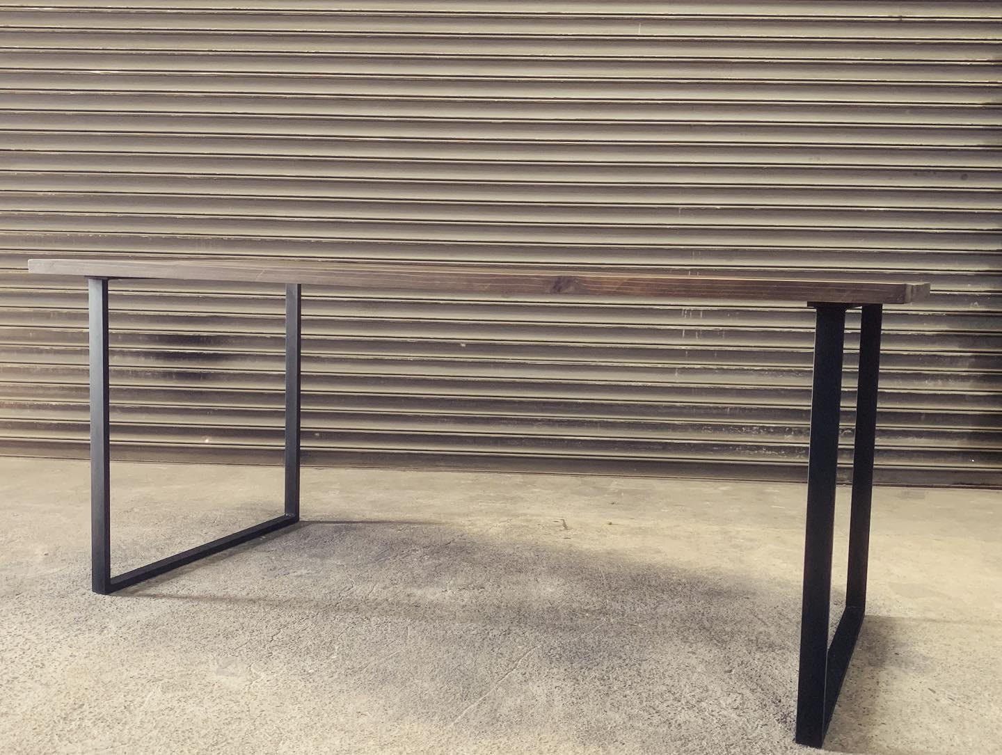 square iron legs Dining table の画像